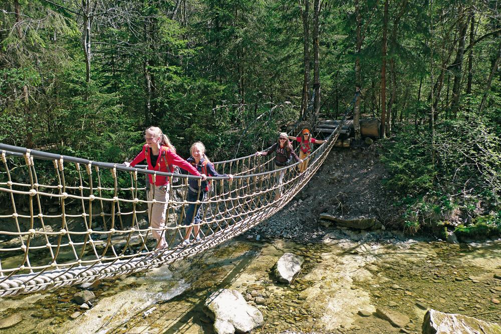 ErlebnisWandern mit Kindern Allgäu Hängebrücke @Eduard Soeffker