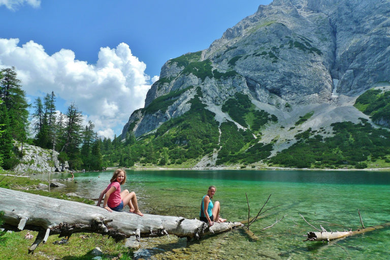 ErlebnisWandern-mit-Kindern-Muenchner-Berge-Band-2_Seebensee-@Eduard-Soeffker