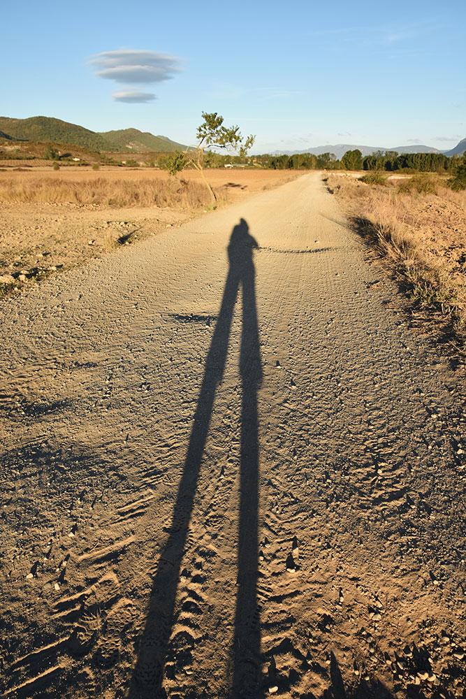 Endlos erscheinender Weg ©Foto: Cordula Rabe