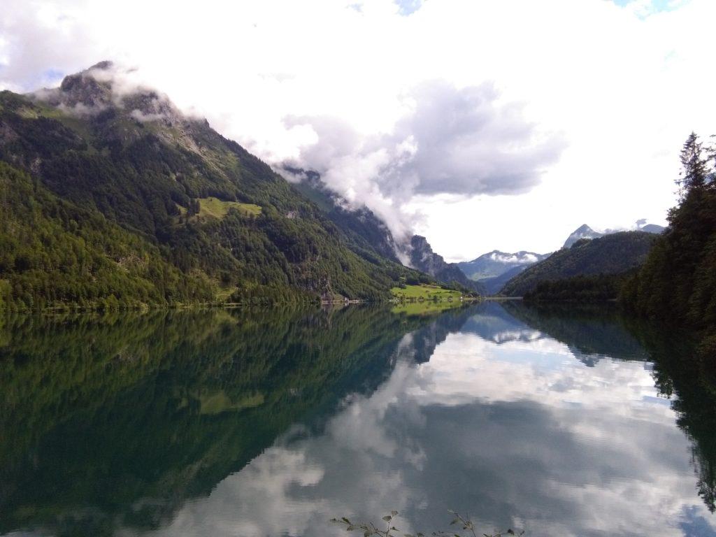 Der idyllische Klöntalersee, Ausgangspunkt für die Tour aufs Vrenelisgärtli und zur Glärnischhütte
