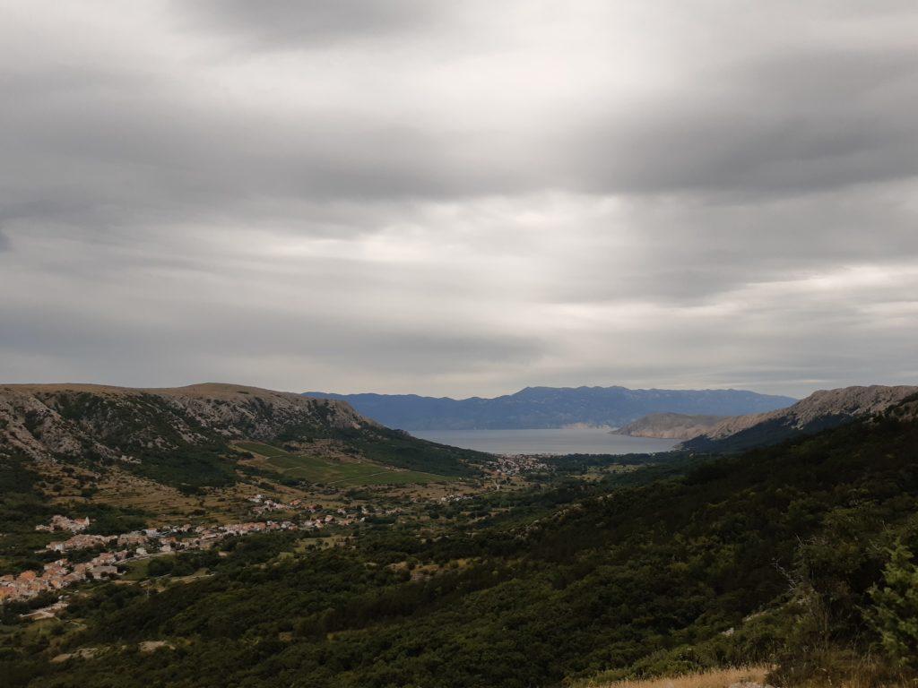 Blick auf Draga Bašćanska und zum Meer hin nach Baška©Foto: Regina