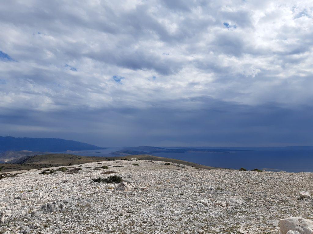 Gigantischer Rundumblick mit Blick auf die Bucht von Baška©Foto: Regina Hösl