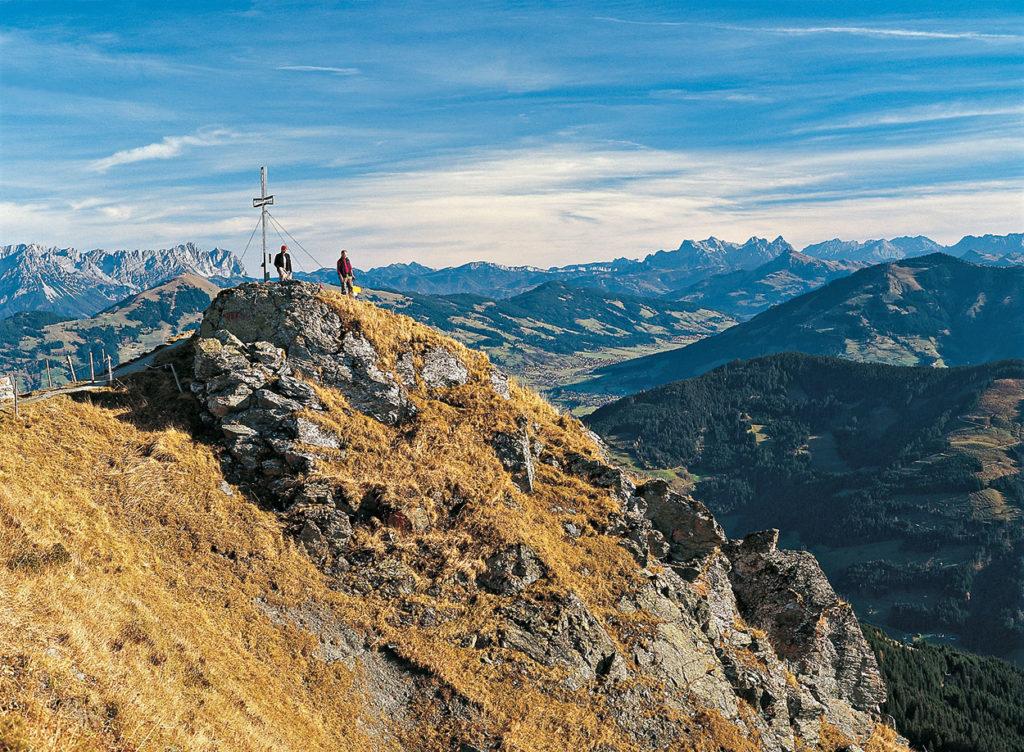 Feldalphorn mit Ausblick auf Kaiser und Steinberge©Foto: Sepp und Marc Brandl