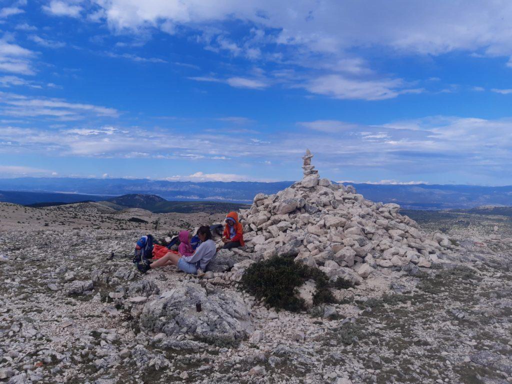 Gipfelglück und Brotzeit am Gipfel des Obzova©Foto: Regina Hösl